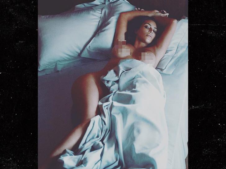 kim-kardashian-naked-on-bed
